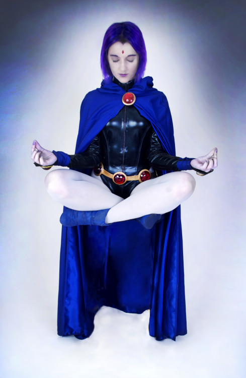 porkiepuss:  Raven , Teen Titans … wow 0_0 … DC comics