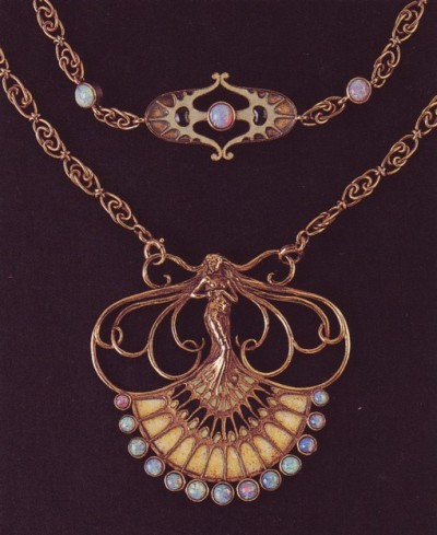 belaquadros:  Lalique necklace