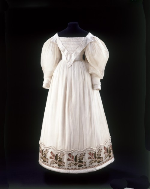 Dress 1830 The Victoria & Albert Museum