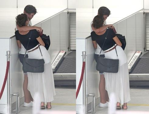 youonlyliveonce-babe:  Louis and Eleanor ! :) xx  airport love <33