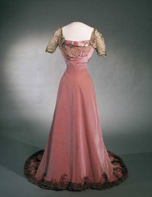 Evening Dress 1906-1908 Nasjnalmuseet for Kunst, Arketektur, og Design