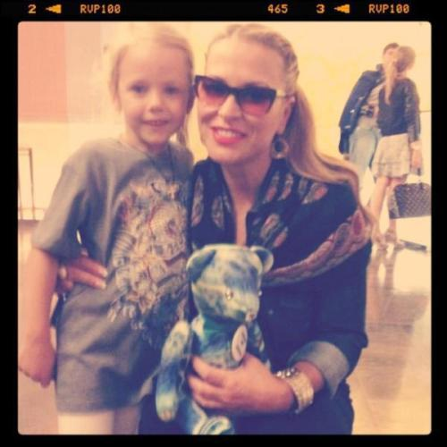 NEWS:Anastacia took a picture with a little girl at her hotel. Stay tuned today for the live coverage of the Montreux Jazz Festival concert, later in the day.