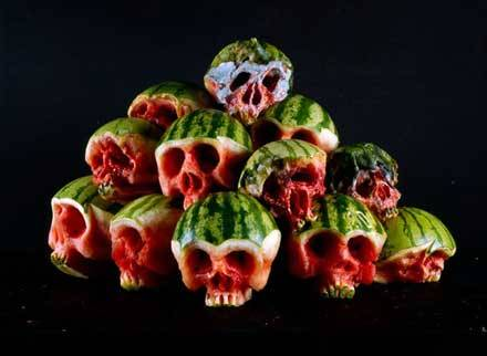 (via 野菜やフルーツがドクロに「Horrific Skulls Carved out of Vegetables and Fruit」: DesignWorks)