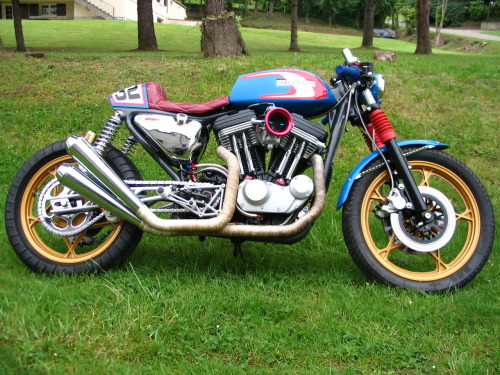 """RACESTAR"" - Harley Davidson Cafe Racer All I know about this bike is it is a modified 1992 Sportster 883. Built in May 2012, it has a completely revised engine including 1200 kit, Mikuni carburetor, swing arm truss, twin front disc and it was painted by ""FUN BIKE 32""  Make a small hugger and a few other mods to make it legal in Australia and that is one bike I'd love to build and more importantly ride!  I think this bike is for sale at 16,500 € (around AU$20,000) Like us on FB"