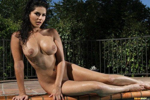 temptation0615:  Sunny Leone is a Goddess - I love her so…