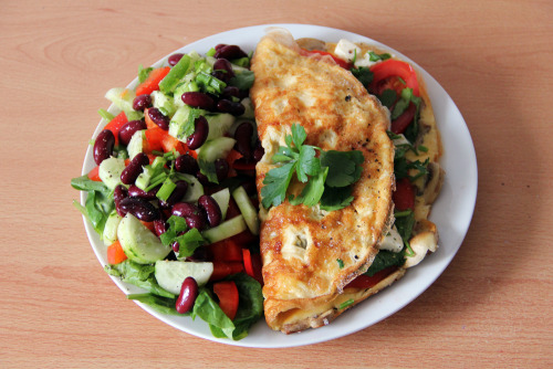 gaintheirjealousy:  Lunchtime: Omelette with mushrooms, filled with tomato, feta cheese, olives and parsley; Salad with spinach, bell pepper, cucumber, beans, parsley and spring onion; sooo good!