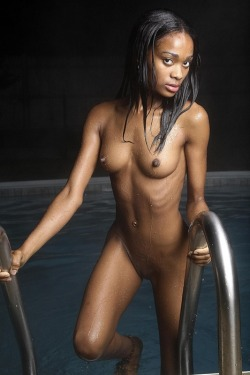 strange-is-good:   A nude black girl from Nude Black Girls.