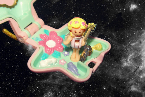 I'll post more photographs of my Polly Pocket collection when I have the time.