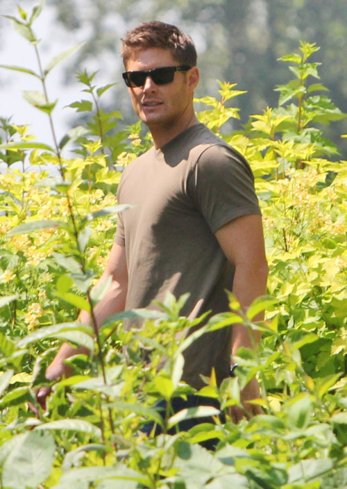 And a wild Jensen appears…On location for Supernatural in Vancouver - July 10, 2012