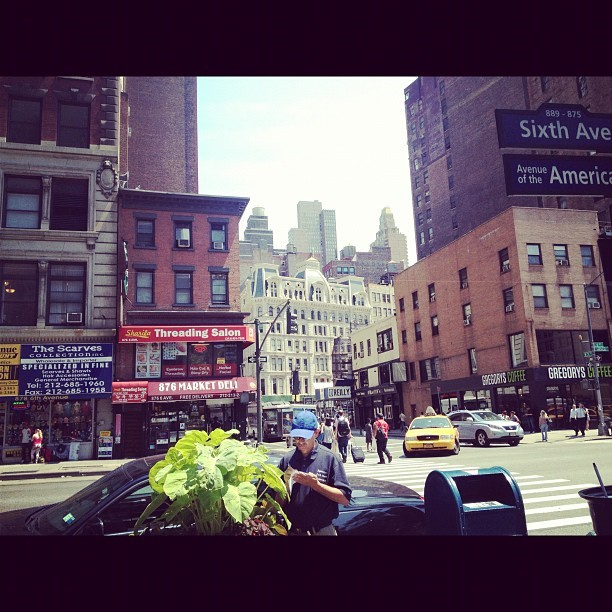 New York is so big that u miss little spots like these!! #nyc #newyorkcity #newyork #manhattan #skyscrapers  (Taken with Instagram at Starbucks)
