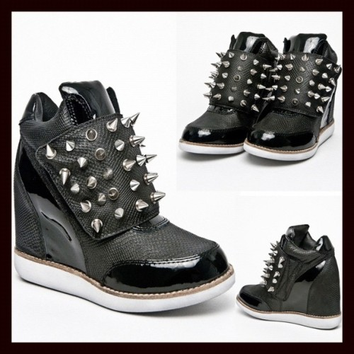 Say heLLo to my new Jeffrey campbell teramo spikes! #jeffreycampbell #spikes #platformsneakers #platforms #killershoes #spicegirls #solestruck #solestruckultimateshoe #solestruckpdx #gayboy #gayboys #instagay #mr_calvin #killerkicks #newshoes #newkicks   (Taken with Instagram)