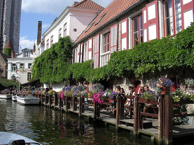i-cant-take-my-eyes-of:  Boating by Bruges. by davidezartz on Flickr.