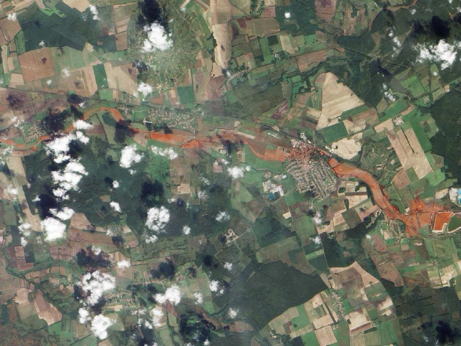 More images on that toxic spill in Hungary..frightening. (via NASA - Toxic Sludge in Hungary)