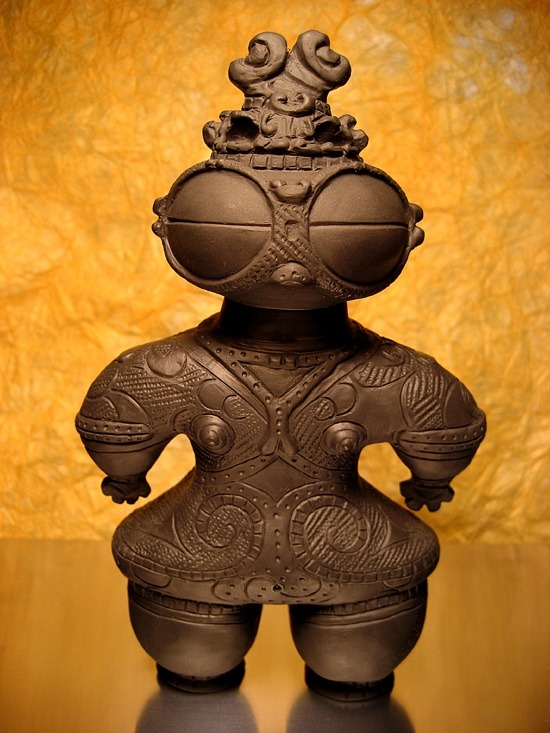 japaneseaesthetics:  Japanese clay doll from Jomon era (145 B.C.)