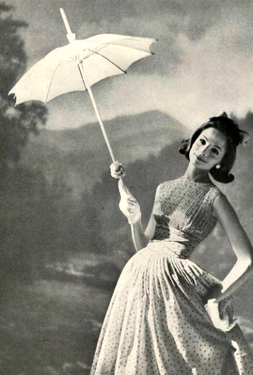 theniftyfifties:  Summer dress fashion for Mademoiselle Magazine, March 1959.