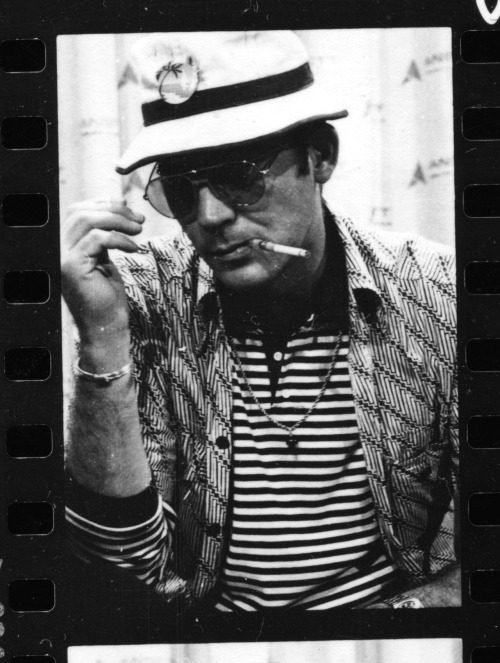 "HUNTER S. THOMPSON (18 juillet 1937 - 20 février 2005) ""Walk tall, kick ass, learn to speak Arabic, love music and never forget that you come from a long line of truth seekers, lovers, and warriors."" ""Life should not be a journey to the grave with the intention of arriving safely in a pretty and well preserved body, but rather to skid in broadside in a cloud of smoke, thoroughly used up, totally worn out, and loudly proclaiming ""Wow! What a ride!"" ""I wouldn't recommend sex, drugs or insanity for everyone, but they've always worked for me."" ""Strange memories on this nervous night in Las Vegas. Five years later? Six? It seems like a lifetime, or at least a Main Era—the kind of peak that never comes again. San Francisco in the middle sixties was a very special time and place to be a part of. Maybe it meant something. Maybe not, in the long run… but no explanation, no mix of words or music or memories can touch that sense of knowing that you were there and alive in that corner of time and the world. Whatever it meant.… History is hard to know, because of all the hired bullshit, but even without being sure of ""history"" it seems entirely reasonable to think that every now and then the energy of a whole generation comes to a head in a long fine flash, for reasons that nobody really understands at the time—and which never explain, in retrospect, what actually happened. My central memory of that time seems to hang on one or five or maybe forty nights—or very early mornings—when I left the Fillmore half-crazy and, instead of going home, aimed the big 650 Lightning across the Bay Bridge at a hundred miles an hour wearing L. L. Bean shorts and a Butte sheepherder's jacket… booming through the Treasure Island tunnel at the lights of Oakland and Berkeley and Richmond, not quite sure which turn-off to take when I got to the other end (always stalling at the toll-gate, too twisted to find neutral while I fumbled for change)… but being absolutely certain that no matter which way I went I would come to a place where people were just as high and wild as I was: No doubt at all about that… There was madness in any direction, at any hour. If not across the Bay, then up the Golden Gate or down 101 to Los Altos or La Honda … You could strike sparks anywhere. There was a fantastic universal sense that whatever we were doing was right, that we were winning.… And that, I think, was the handle—that sense of inevitable victory over the forces of Old and Evil. Not in any mean or military sense; we didn't need that. Our energy would simply prevail. There was no point in fighting—on our side or theirs. We had all the momentum; we were riding the crest of a high and beautiful wave.… So now, less than five years later, you can go up on a steep hill in Las Vegas and look West, and with the right kind of eyes you can almost see the high-water mark—that place where the wave finally broke and rolled back."" ( From Fear and Loathing in Las Vegas) A last one for the road, an excerpt from Fear & Loathing on the Campaign Trail which was written about the 1972 presidential campaign and featured in the July 5, 1973 issue of Rolling Stone."