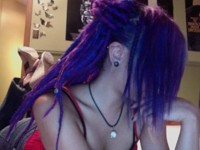 starprismatic:  Not sure how I feel about these dreads.