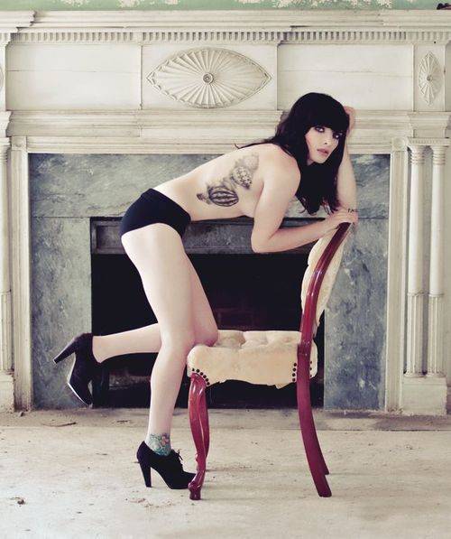 good use of the chair.. :P #hotinkedgirls
