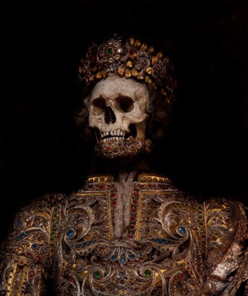 vampiresdontexist:  The Jewelled Skeleton of St. Maximus from the 1600s in Rome.