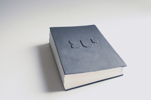 prostheticknowledge:  90º - Typography Book  Handmade book by Iwona Przybyla features typographic alphabet with letters presented in 3D using thread and stitching:  Kąt 90 stopni (90 degrees) is a book presenting a font style bearing the same name, designed in such a way that each of its letters can be displayed in a three-dimensional space. The letters are made of a string threaded through two sheets of paper perpendicular to each other. All twenty-six letters of the English alphabet have been created using this font style and put together to create this one-off book design.  More Here