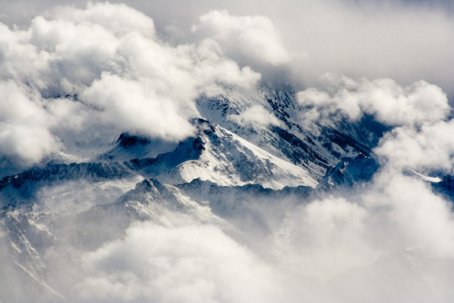 achsen:  CH305 Clouds over Colorado Mountains by listentoreason on Flickr.