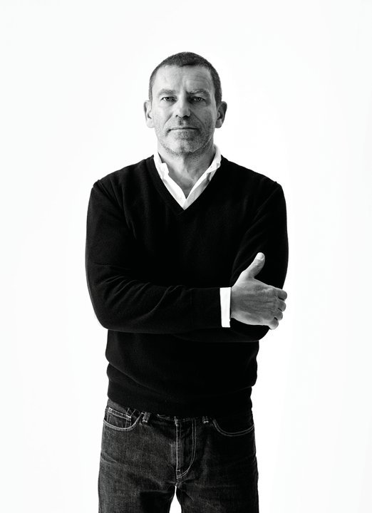 Tomas Maier, creative director of Bottega Veneta, is one of the New Exposure member of jury. In a few hours, we'll reveal the winner of the contest on Facebook!