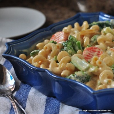foodfuckery:  Creamy cheddar cheese and pasta & veggies Recipe