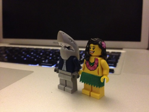 doodleofboredom:  A desk is not complete without a LEGO hula girl.