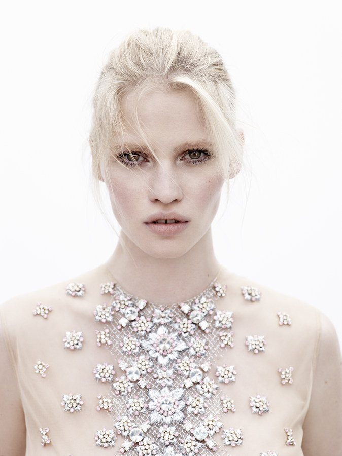 I just lover her, so much decrux:  Lara Stone by Josh Olins for Vogue Nederland May 2012