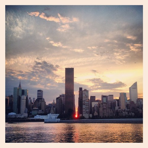 henryseneyee:  Mini #ManhattanHenge (Taken with Instagram)