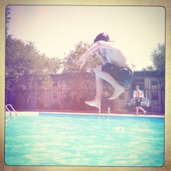 #cannonball #swimming #summerfun #asseenincolumbus #ohiogram  (Taken with Instagram)