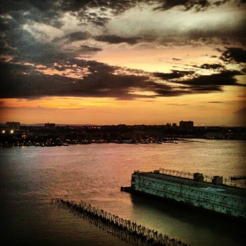 #sunset over the #hudsonriver, #nyc. (Taken with Instagram at Top of the Standard)