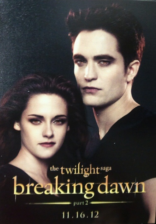 twilightersdream:  Looks like a Comic Con Card to me!!! What do you think?!??!