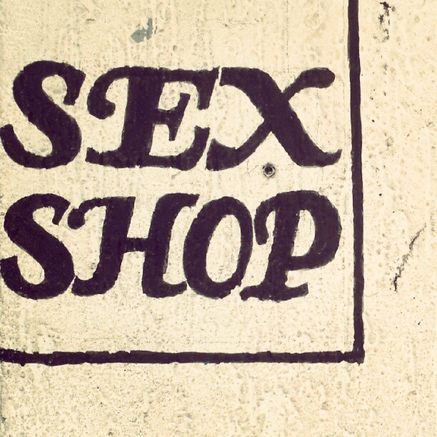 #type #typography #sign #signage #wall #paint #black #white #sex #shop #business (Publicado com o Instagram)
