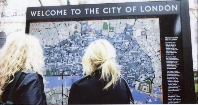 passare:  Welcome to the city of London. by Kellypogonophile on Flickr.