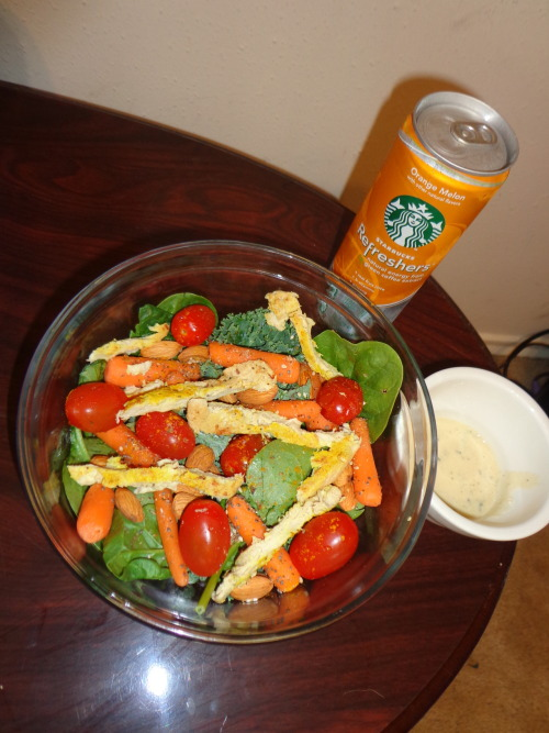 fit-sailorswife:  #Spinach #Kale #Grape Tomatoes #Carrots #Chik'n #Hummus Dressing #Almonds