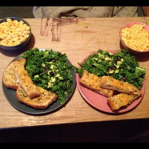 Vegan mac & cheese, kale salad, and garlic bread. @glasscoffin is an awesome cook! (Taken with Instagram)