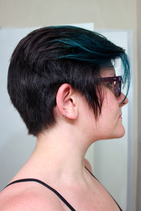 New hair for Summer! I took straight on photos of the sides because it was hard for me to find photos like that for reference when I was describing what I wanted to my coiffeur. Hopefully this will help someone else out! Also, I threw more bleach on the front and then teal on top of it. It came out green in some places but I AM OKAY WITH THAT.