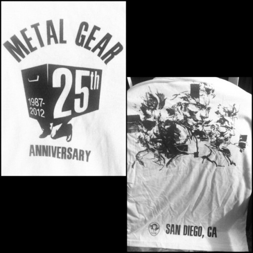 ComicCon exclusive Metal Gear 25th Anniversary tshirt!!! @konami #konamicode #sdcc #comiccon #metalgear #metalgearsolid #snakes #solidsnake #liquidsnake #BigBoss #nakedsnake #tee #shirt (Taken with Instagram)