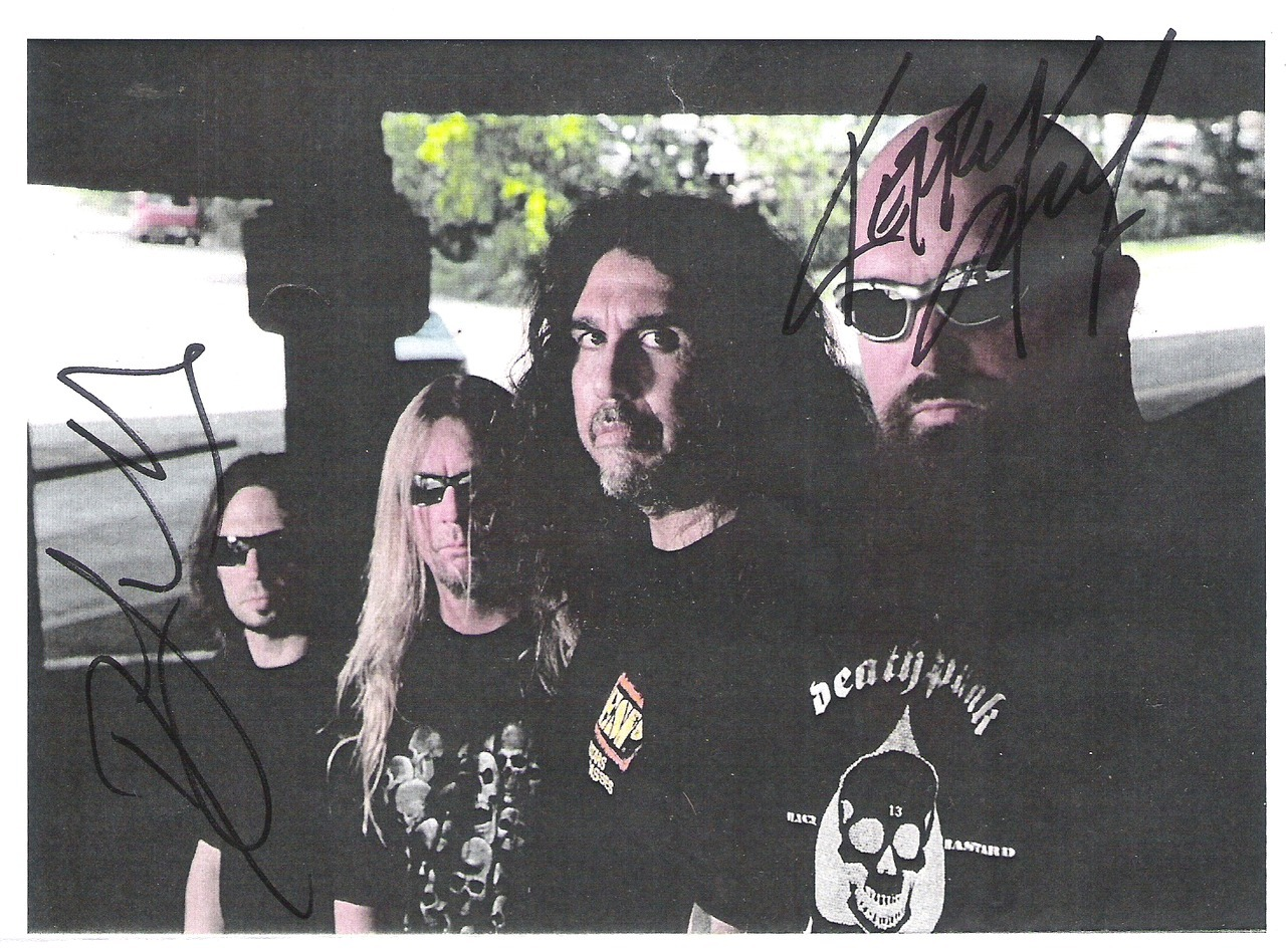 I won MnG for my bf and look what he brought me :P Tom Araya was sleeping and he didnt come and there was Gary Holt,no Jeff :)