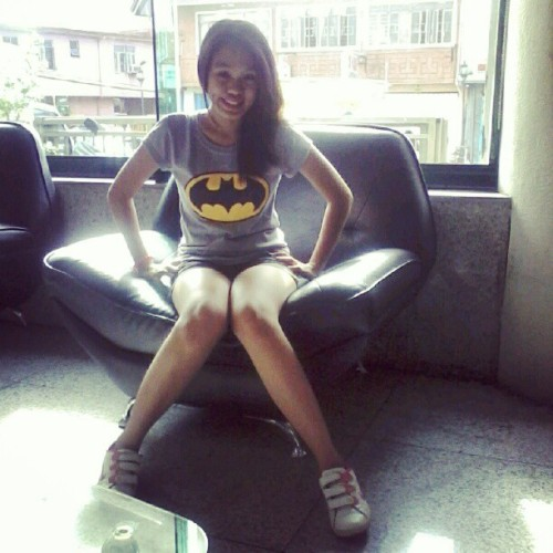 imthechicyoulovetohate:  Wearing my #batman shirt and pinky #nike #rubbershoes.. Hittin d road & lost tsk tsk #girl #asian #pink (Taken with Instagram)