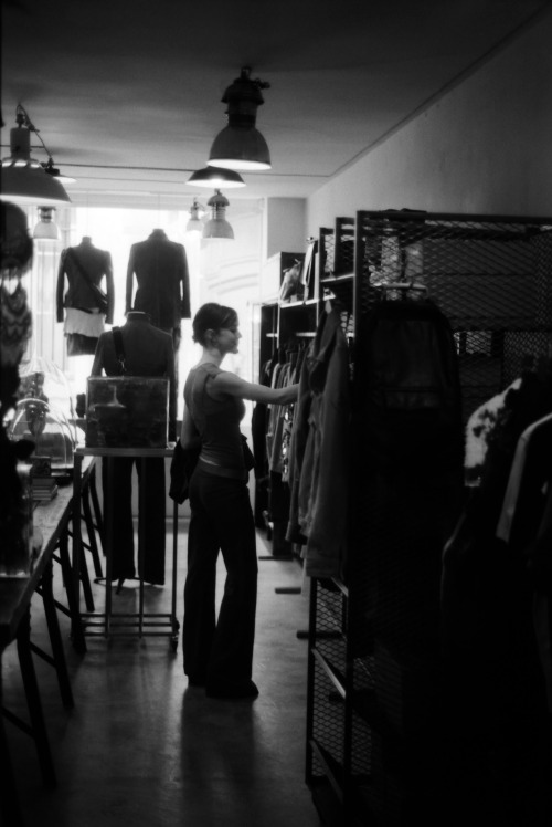 J vintage shopping in Le Marais | Shot with a Nikon FM2 and Ilford Delta 100