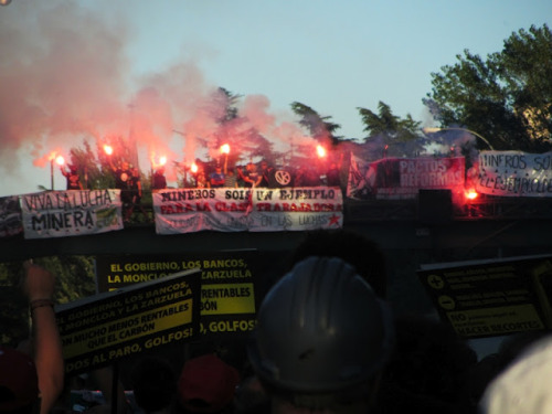 Bukaneros (Hooligans of Rayo Vallecano) welcomes miners to Madrid