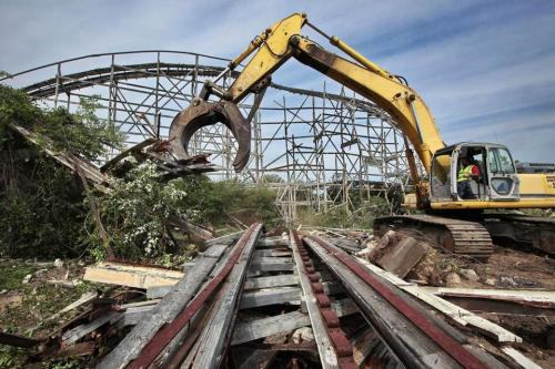 boston:  Wooden roller coaster in Dartmouth demolished  The Comet roller coaster, which operated from the 1940s to the 1980s at the former Lincoln Park amusement park, had its last run in 1987. (PETER PEREIRA/THE STANDARD-TIMES/AP)