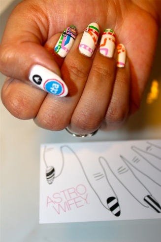 chicagobusiness:  ashleydemon:  Chicago CTA manicure by Astrowifey  Whoa!