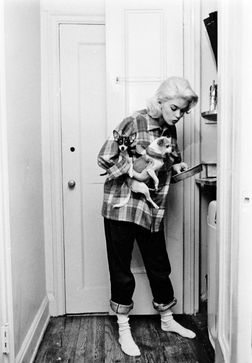 Jayne Mansfield at home photographed by Peter Stackpole, 1956
