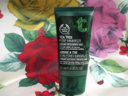 PREVIEW: TEA TREE PORE MINIMISER Make Up Lover takes a sneak peek of our upcoming Tea Tree Pore Minimiser.  Read what she says http://makeuploveer.blogspot.co.uk/2012/07/launching-in-august-body-shop-tea-tree.html