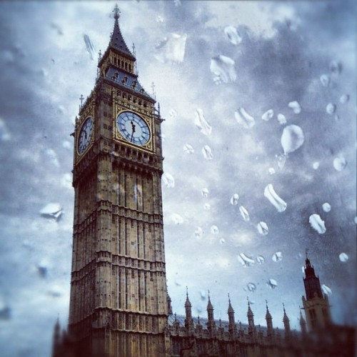 Missing Rainy London #bigben #london #uk #england #travel #europe #parliament #rainy #cloudy #filtermania (Taken with Instagram)