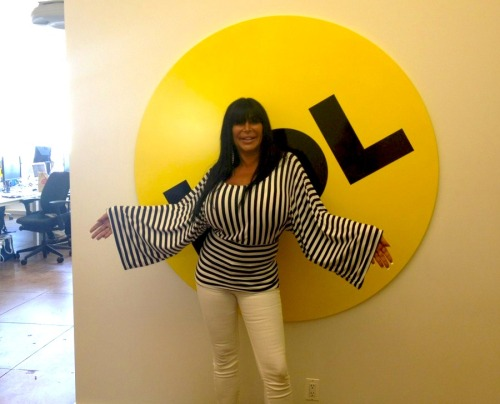 tallwhitney:  New BuzzFeed mascot? New BuzzFeed mascot.  Big Ang visists our pals at BuzzFeed!  You can still make People With Big Ang Lips over at their site!