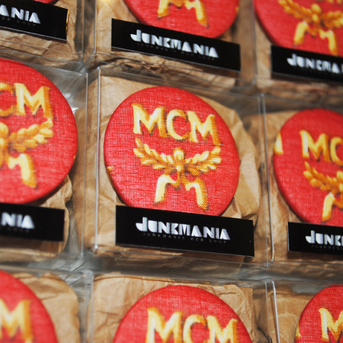 JUNKMANIA VINTAGE MCM FABRIC BADGE